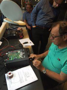 Leo (PA0LMD) schakelt transceiver-na-transceiver vrij voor de 60-meterband